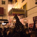 """Dolores de San Vicente en la estrechez de Placentines. Suena """"Amarguras"""". #SSanta15 http://t.co/hMMHtxSBU7"""