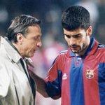 Johan Cruyff  «Le football est simple. Mais le plus difficile est de jouer au football dune façon simple» http://t.co/gGdOfQtG3n