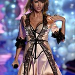 Taylor Swift Was In Lingerie At The Victoria's Secret Fashion Show: http://t.co/qlXrpqvXnv #Lingerie #Sexy #Hot http://t.co/Gng51cHWVX