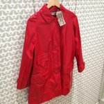 A splash of red from Stella McCartney to brighten up this squally morning.. #Brighton http://t.co/jmp0oyM31z
