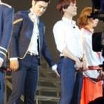 I see what you are doing Mr Choi! Secretly touching kyu kyu butt!!! 😱 ㅋㅋㅋ cr as tagged http://t.co/gUq4qiOuB6