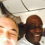With greatest batsman in my lifetime @vivrichards56 flying Melb 2 Syd. A real gentleman. http://t.co/wK3DN2W7su