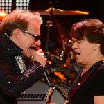 .@DavidLeeRoth Injures Nose, Rocks Anyway During Van Halen @JimmyKimmelLive Concert http://t.co/BQfNg2aBfl http://t.co/hLkrUmy06P