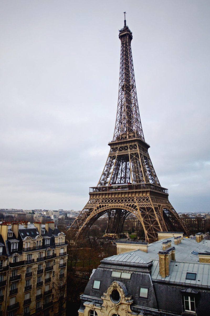La tour eiffel f te ses 126 ans aujourd hui toureiffel bon anniversaire la - La dame de fer tour eiffel ...