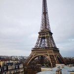 """126 ans aujourd'hui et pas une ride ! #Paris TourEiffel http://t.co/Ms4XOET3uj"""""""