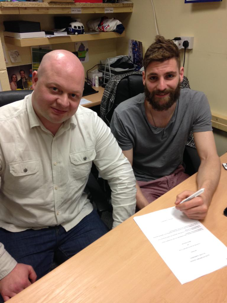 While Brian was in the office he put pen to paper on a new TWO YEAR CONTRACT with the club!! Welcome back @bstewy41 http://t.co/fv87VYrelR
