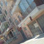 un año del terremoto del NG, llegamos al condominio Pablo Neruda. Entrar hoy, es lo mismo que hace 1año @Cooperativa http://t.co/dSFBQDBrO4