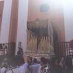 Suenan fuerte las campanas de su parroquia. Ya reina en su barrio, ya reina en Sevilla... #LaPasion2015 http://t.co/EcCoC3vhu0