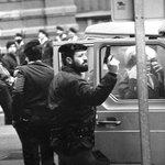 """""""En 1985 me dieron premio Fotopres por esta foto y hoy tendría multa 30.000 €. ¡Ay, la inflación!"""". Txema Fdez Casado http://t.co/FwOKT6McV8"""