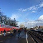 Das komplette Streckennetz der #Bahn ist in #NRW lahmgelegt. #Sturm #Niklas http://t.co/ZVTqY9GEmp