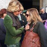 La Presidenta @EsperanzAguirre con los vecinos en el Mercado de Maravillas @ppmadrid @pptetuan http://t.co/3OnumlPJOt