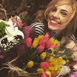 В Ростове участница Comedy Woman Наденька выбросила подаренные цветы в туалет http://t.co/XNbc0i2PYt http://t.co/YsBQSe49gL