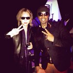 RT @YoshikiOfficial: #HappyBday @MCHammer Lets get together sometime! http://t.co/EcgXi8lxlc