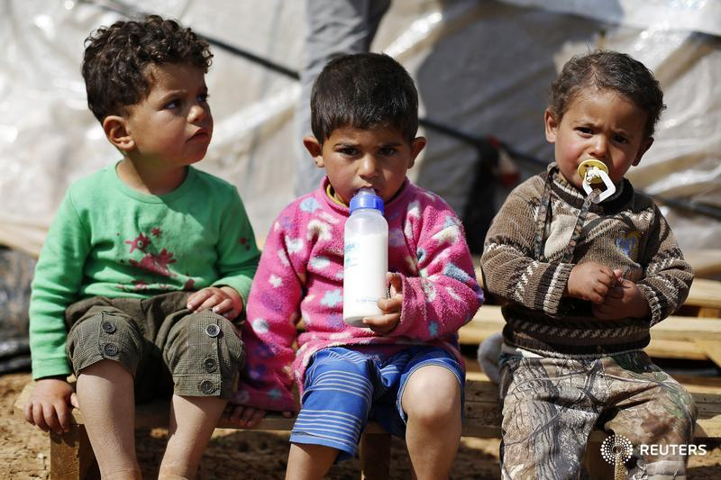 """""""We mustn't lose a whole generation to war,""""  @WFP head tells donors attending #Syria summit http://t.co/gnmghoTqTN http://t.co/bGqcGFKXJO"""