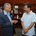 Delhi CM .@ArvindKejriwal meets Tech Guru and Infosys Founder Narayana Murthy and discusses Social issues. http://t.co/0wKc7ZNrub