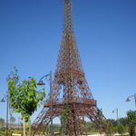 ¿Sabías que la Comunidad de Madrid tiene su propia Torre Eiffel? Está en el Parque Europa en Torrejón de Ardoz http://t.co/xDye2EWO3S