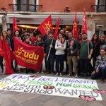 """.A Venezia presidio Udu e Rete """"Tra i due litiganti il terzo non studia"""": per il #DirittoAlloStudio in @RegioneVeneto http://t.co/D2rhLVXBsV"""