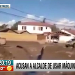 """Alcalde ante el video que lo acusa de usar máquinas en su casa para sacar barro: """"No, no es mi casa, esa"""" #BV13 http://t.co/0O0JCkXRvQ"""