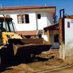 INDIGNADOS: Denuncian que alcalde de Copiapó utilizó retroexcavadoras para limpiar su casa ► http://t.co/8qFQdxLJMM http://t.co/IkmU2Yy97s
