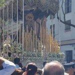 13:23 CERRO | La Virgen de los Dolores revira a la calle Aragón | #LaPasion2015 http://t.co/tsBSpD8z1h
