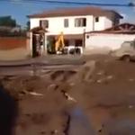 VIDEO. #Copiapo denuncian que alcalde habría usado retroexcavadora para limpiar sólo su casa http://t.co/MQXsrbWYxx