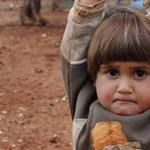 Siria: Impacto por imagen de niña que se rinde ante una cámara de fotos » http://t.co/vOl0wjL9ic http://t.co/fTWAE6FA1P