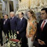 El Sevilla FC en su ofrenda a la hermandad de San Benito. http://t.co/HXe0ZT3tHh