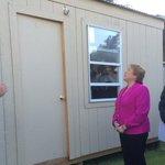 Ahora: Presidenta Bachelet visita fábrica de viviendas de emergencia que serán enviadas a la zona del norte del país. http://t.co/cT7o94ARE2