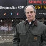 Newton-based @stophandguns will post new billboards, replace landmark one at Fenway: http://t.co/YPGsARB1gO http://t.co/0osfgo1oWm