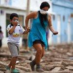 Aseo de casas en el norte: médicos recomiendan evitar el contacto con el barro http://t.co/xGRI1Eowth http://t.co/LQFlnL6BO1