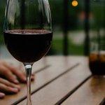 Crianças que dão goles na bebida alcoólica dos pais podem começar a beber mais cedo. http://t.co/kuRoXKGUHX http://t.co/d75KoFHKdx