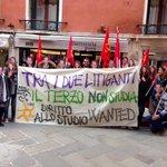 Tra i due litiganti il terzo #nonstudia stamattina sotto al #ConsiglioRegionale per il #DirittoalloStudio in #Veneto http://t.co/mC8M9kHfwZ