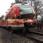 Warum die Bahn bei dem Sturm nicht fährt? So sieht einer der Züge aus, die heute gegen einen Baum fuhren http://t.co/pxeYUAAEwh