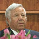 WATCH LIVE: @Patriots owner Robert Kraft on the witness stand in the #AaronHernandez trial. http://t.co/dEMbIx8xGZ http://t.co/JO23RfX29q