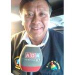 """Ministro boliviano ayudó a damnificados; Llevaba chaqueta que decía """"el mar es de #Bolivia"""" http://t.co/0dio6MDXu2 http://t.co/nDV8zfS8lv"""