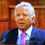 #Patriots owner Robert Kraft says he talked to #Hernandez 2 days after murder & AH told him he was innocent. http://t.co/ObxUOhwFyq