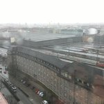 Schalterhalle HBF München muss wegen Sturm geräumt werden, melden BR Kollegen. Zugverkehr in Bayern eingestellt. http://t.co/TCfJhHexkH