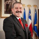 Alcalde de Copiapó limpia su casa con retroexcavadora mientras la gente aún no recibe ayuda http://t.co/q0t59Rm3Eo http://t.co/Ipxe83SiGs