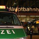 Liveticker #Orkantief #Niklas #München: Schalterhalle Hauptbahnhof evakuiert - Einsturzgefahr http://t.co/TEwkKBW4AC- http://t.co/NLA9NOUh5H