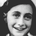 Anne Frank morreu antes do que se acreditava, segundo novo estudo http://t.co/ZUAaFkQQir #G1 http://t.co/OSJkhHMCOu