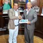 Alcalde @alfreditodiaz entrega al presidente del @ConcejodeMarino @JoseGregGomez Informe de #Gestion2014 http://t.co/ZZ3kcs2RRo