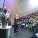 """Onze inspirerende spreker vanavond is Ben Tiggelaar. """"Wat is nou echt goed leiderschap?""""  #femknowledgetour http://t.co/LuYfXbWZKr"""
