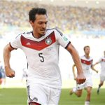 TRANSFER UPDATE Mats Hummels has rubbished claims that he promised to join #MUFC http://t.co/aF8hMINjL6 http://t.co/EUOv2uqmoC