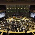CCJ da Câmara aprova a PEC que reduz maioridade penal > http://t.co/FAUFzAYwum http://t.co/otcG8ZucKX