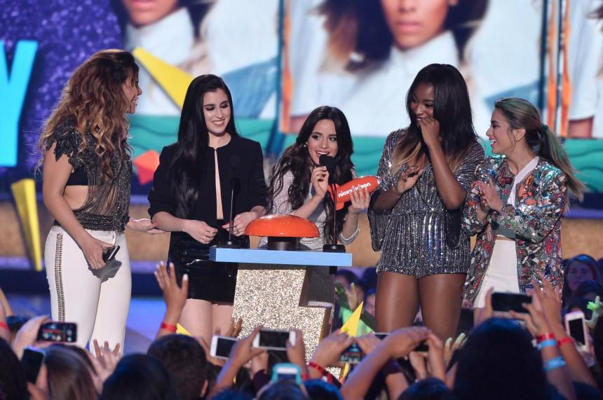 Evenpro  (@Evenpro): ¡Las exparticipantes del programa X Factor, @FifthHarmony, se llevan el premio como Mejor Artista Nuevo! #KCA http://t.co/E4Dw3HXMW6