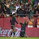 Así festejó @LaloHerrera15. Nada se compara con la alegría de anotar un gol. #AquíEstamos http://t.co/KndBpFbMyF