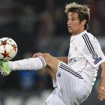 Fabio Coentrao to Man Utd rumours are gathering pace... http://t.co/07k4SUjxlN #mufc http://t.co/m1TJI9vw54