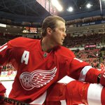 Dan Cleary stretches during warm-ups as hell skate tonight for Datsyuk. #RedWings #GoWings http://t.co/xYE5Zkns43