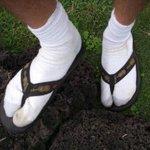 В Кыргызстане хотят запретить носить сланцы http://t.co/BYPaG41CJ1 http://t.co/b1X4ng3cEq