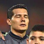 #VIDEO: Melitón Hernández, portero del Tri, llora en la entonación del himno nacional mexicano http://t.co/nEICUYIua8 http://t.co/WZbLxvDTGR